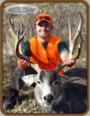 Another nice Mule Deer buck taken while hunting with Silver Peaks Outfitters of SW Colorado